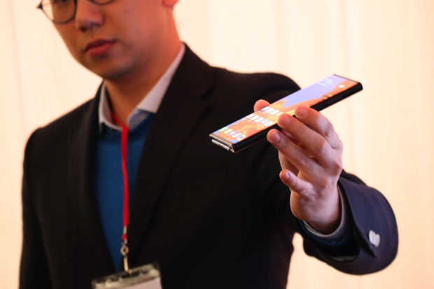 Huawei Mate X hands-on